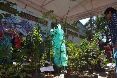 """Entregan unos 1200 arbolitos por """"Día Mundial del Medio Ambiente"""""""