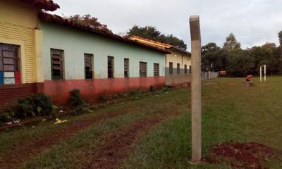 Directora de humilde escuela pública del  Km 10 alquila patio a un club de fútbol