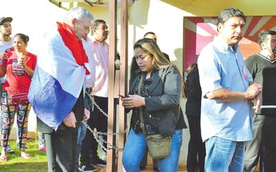 Zacariistas desvinculados toman la Municipalidad