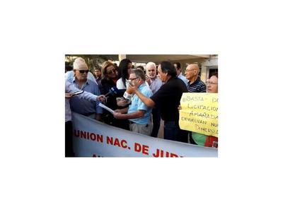 Gremio denuncia     festín con   dinero de asegurados de  IPS