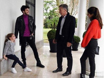 Sebastián Yatra sorprende a la hija del presidente argentino Macri