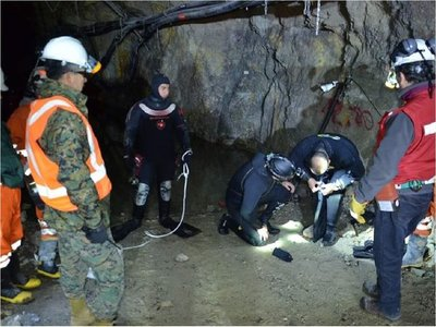 Derrumbe de mina atrapa a tres bolivianos a 70 metros bajo tierra