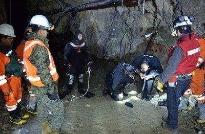 Derrumbe de mina deja atrapados a tres bolivianos 70 metros bajo tierra