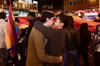 Ecuador pide cambiar ley de bodas gay y habla de referendo