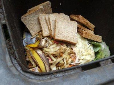 Tirar menos comida al basurero