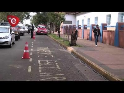 REGULAN ESTACIONAMIENTO DE AUTOMÓVILES Y TRANSPORTES FRENTE A INSTITUCIONES EDUCATIVAS