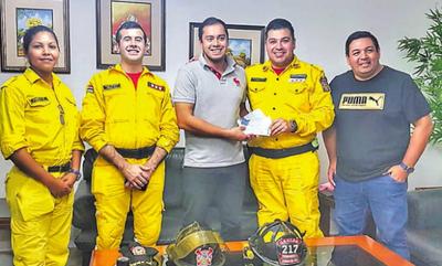 Comuna paga parte de deuda a bomberos
