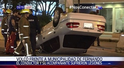 Heridos tras vuelco en Fernando de la Mora