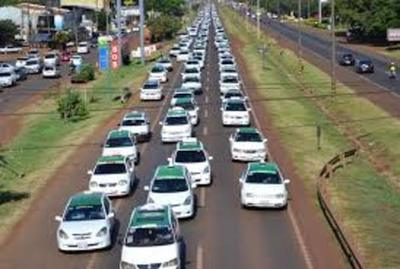Taxistas anuncian movilización