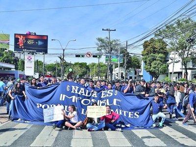 MEC dio rubro de técnicos a docentes sin perfil, pero reculó tras protestas