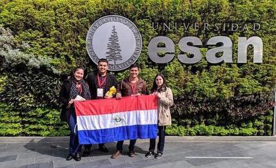 Estudiantes de la UNE participan en Campeonato Mundial de Debate