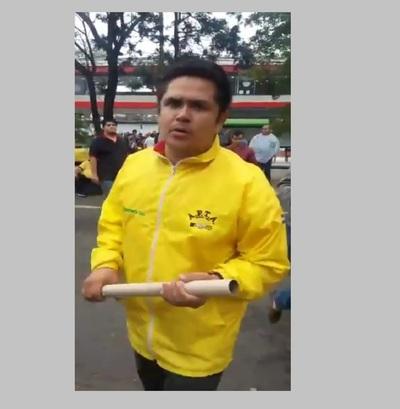 Taxista atacó sexualmente a periodista en medio de la protesta, denuncian