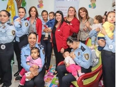 La primera dama sigue apoyando creaciones de salas de lactancia