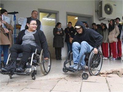 Desniveles  y  la falta de rampas hacen que la UNA no sea inclusiva