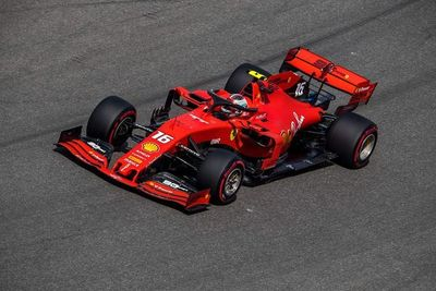 El Ferrari de Leclerc domina los segundos libres
