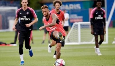 HOY / Neymar no volverá a jugar con el PSG hasta que empiece la temporada