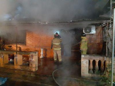 Fuego consumió completamente una vivienda en Itauguá
