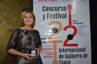 """Berta Rojas es galardonada con """"Guitarra de Plata"""""""