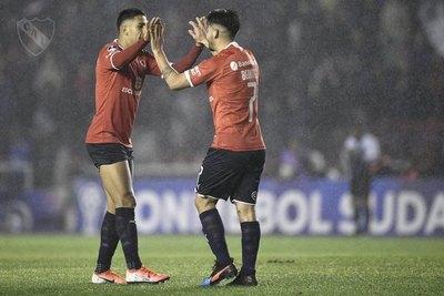 Cecilio pierde con Independiente, pero clasifica