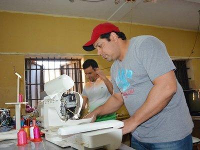 Desde la cárcel, dirige una empresa y exporta artesanía