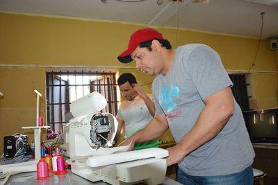 Interno comercializa guampas y termos al Brasil desde Tacumbú