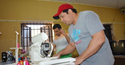 "Sus trabajos ""made in  Tacumbú"" van a Brasil"
