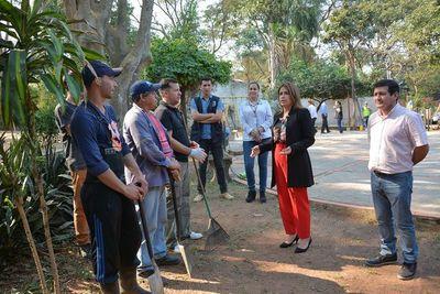 Privados de libertad restauran plaza asuncena