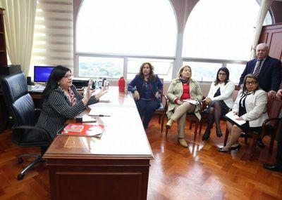 Ministra Llanes con jueces de Sentencia y actuarios penales