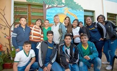 HOY / El 'capo' de Disney, Cartoon  Network y Nickelodeon en   Paraguay:'Viajé por su culpa...'