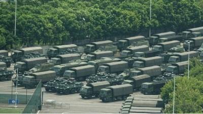 Mientras se preparan nuevas protestas, China exhibe más ejercicios intimidatorios de paramilitares en frontera con Hong Kong