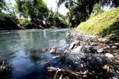 HOY / Joyas del país, acuíferos de agua  dulce, contaminados: gasolineras  recién ahora obligadas a cumplir ley