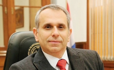 HOY / Parlasuriano propone remoción inmediata de Kriskovich y declararlo persona no grata