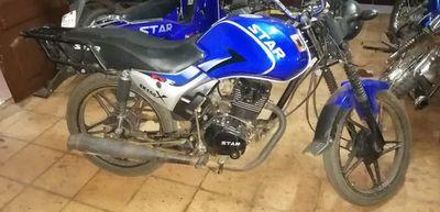 Detienen a joven con una moto robada a su vecino