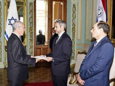 Embajador israelí  pyahu opresenta carta credencial mburuvicha guasúpe