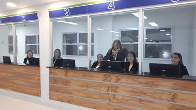 Jefe de Estado inaugura Centro de Atención Ambulatoria del IPS y luego recibe a mandatario de Chile