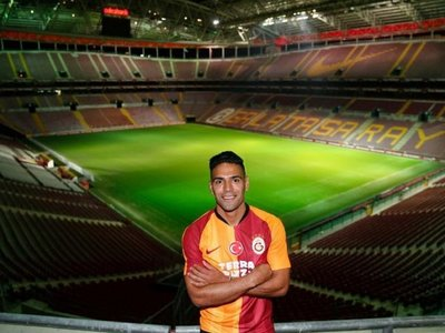 Falcao firma por tres temporadas por el Galatasaray