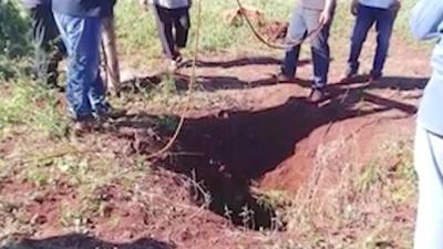 Pasó casi dos días en el fondo de un pozo seco