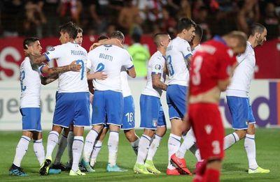 Italia, con pie y medio en la Eurocopa