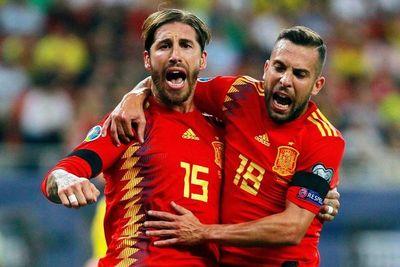 España se luce y encuentra a Kepa