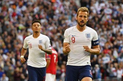 Kane mantiene el liderato inglés