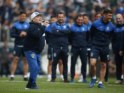 Maradona fue presentado como nuevo DT de Gimnasia