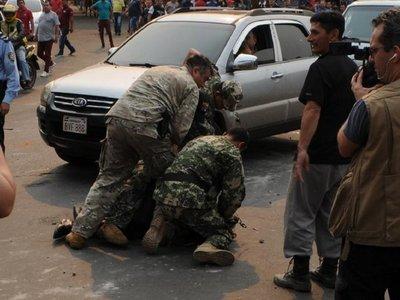 Cinco aprehendidos en incidentes con paseros de Ciudad del Este