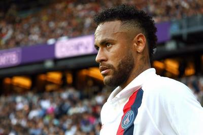 Neymar abucheado por la afición del PSG en su regreso
