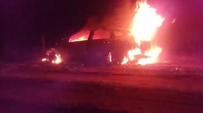 Hallan dos cuerpos calcinados dentro de vehículo incendiado en Horqueta