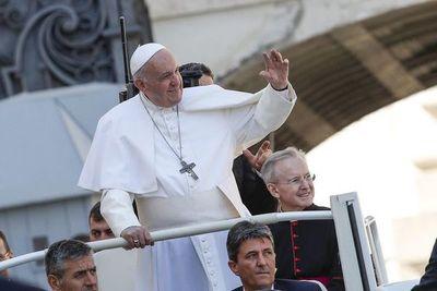 Líder de jesuitas admite lucha política en Iglesia por elección de próximo papa