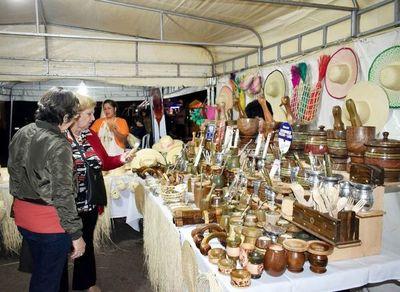 En marcha la  expoferia artesanal en Ypacaraí