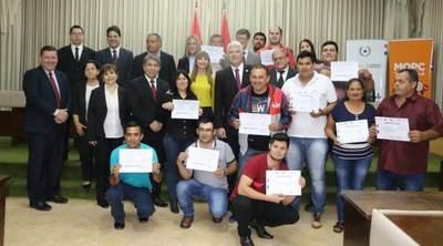 Más de 2.500 funcionarios del MOPC recibieron certificación ocupacional del MTESS y podrán ser instructores  del SNPP