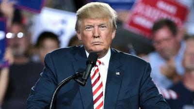 Trump vuelve a arremeter contra los demócratas por el juicio político
