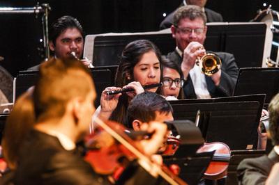 Música Paraguaya Ha Chamamé en el Teatro Leopoldo Marechal