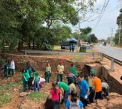 Música y minga: 500 jóvenes de Ñemby se unieron para cuidar el agua